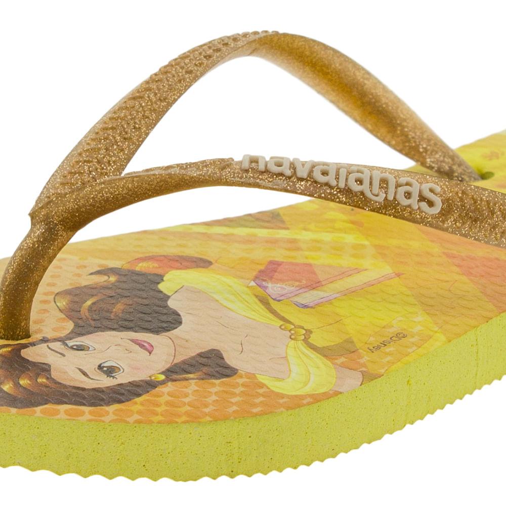 76174c8f63 Chinelo Infantil Feminino Slim Princesas Amarelo Havaianas Kids - 4123328 -  cloviscalcados